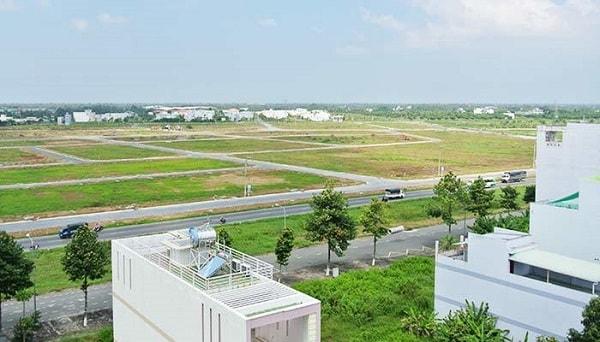 Bài toán đầu tư bất động sản : nên chọn đất nền hay nhà xây sẵn ?