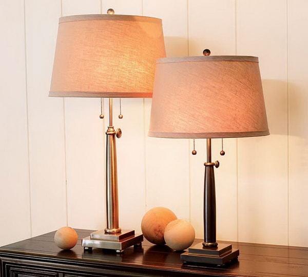 Bộ đôi tủ kê, đèn để bàn đầu giường